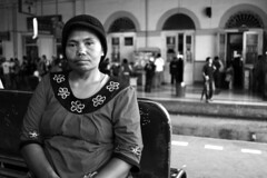 poverty portrait bw woman digital canon indonesia eos blackwhite mother photojournalism trainstation portraiture westjava bogor streetvendor dlsr photoessay livelihood indonikon