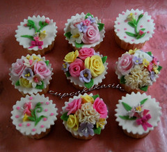 Sweet & Lovely (Cupcakekasih) Tags: birthdaycupcake fondantflowers