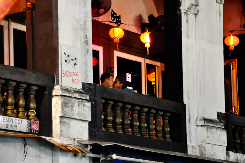 Чем занимаются иностранцы на верхних этажах Чайнатауна