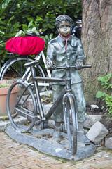 Bicycle Boy (Mikael Colville-Andersen) Tags: fashion bike bicycle statue copenhagen cycling cycle bici chic kopenhagen fahrrad vélo københavn cykel copenhague köpenhamn cyclechic copenhagenstreetphotography