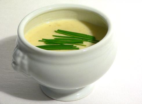 Sauerrahmsuppe mit Kartoffeln - Weißi Suppm