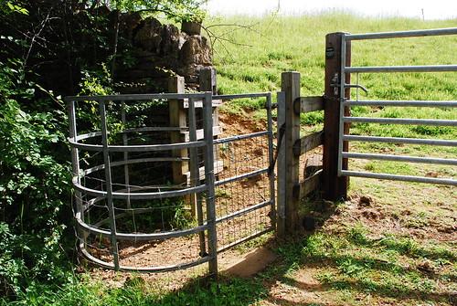 農場の中にあるパブリックフットパス入り口