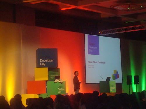 Palestrante falando sobre a Google