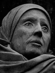 Mother Julian of Norwich (Leo Reynolds) Tags: bw sculpture photoshop canon eos iso100 300mm publicart f56 30d 0003sec 0ev canonef70300mmf456isusm hpexif leol30random publicartnorwich groupbw groupsepiabw xleol30x xratio3x4x xxx2008xxx
