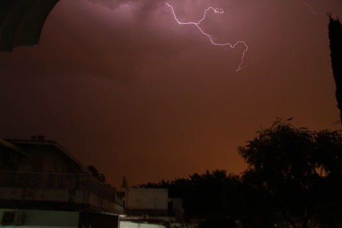 你拍攝的 Lightning in Islamabad。