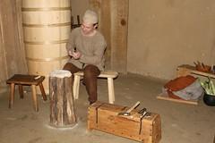 Christoph (Roeser) arbeitet in dem Haus des Tuchhändlers (Haus Nr. 2) - Museumsfreifläche Wikinger Museum Haithabu WHH 19-10-2008