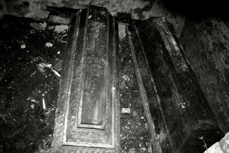 Coffin in the grave