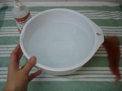 Bola feltrada na água 1