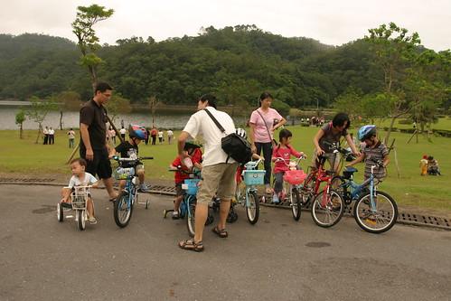 你拍攝的 龍潭湖:大合照 1。