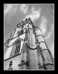una torre (Bous Castela) Tags: blancoynegro arquitectura torre reloj oviedo campanario contrapicado gotico catedraldeoviedo ltytr2 ltytr1 ltytr3 ltytr4 ltytr5 ltytr6 bouscastela