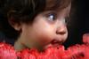 totoso... (Fabiana Velôso) Tags: olhos vermelho melancia pedro criança filho doce duetos fabianavelôso totosodamãe pedoca