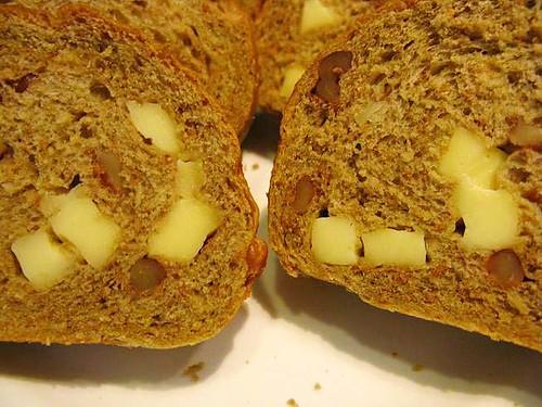 起士核桃雜糧麵包(130)近照.JPG