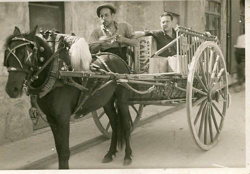 Anys 1950: Rafel Cros i Arboix amb en Joan Vilardell, un ajudant.