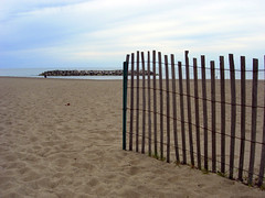 Lake Erie - Fence (Santosh Mg) Tags: travel lakeerie pennsylvania erie travelphotography usatravel lakeeire ilovetravel usaphotography