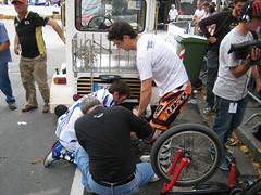 Vanni e Paolo alle prese con la ruota
