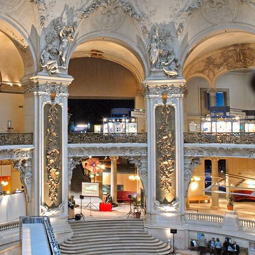 Le grand hall du Palais de la De'couverte (Paris)
