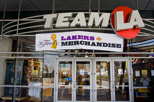 the team la store and is open all year http staplescenter com guest ...