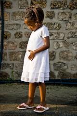 Paris Plages (013) - 21Jul-21Aug08, Paris (France) (]) Tags: portrait white paris cute beach girl fun kid funny child dress robe humour belly 2008 ventre enfant fille plage blanc drle plages parisplages