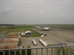 Une vue des avions depuis la tour de contrôle