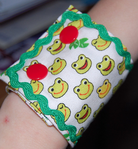 froggy fabric cuff