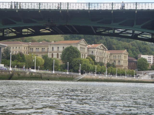 Puente de Deusto y la Universidad
