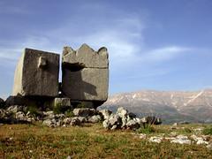 Liban, sarcophages antiques à el-Jôz