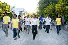 Anni @R Alifushi (12|09|08) (voteanniphotos) Tags: trip people yellow island freedom locals president political politics country nation voice presidential september change candidate fans vote islandnation parliment maldives speech campaign supporters reform atoll islanders anni dhivehi raa mdp changeisgood voiceofthepeople voiceyourchoice dhivehiraaje raaje alifushi maldiviandemocraticparty anehdhivehiraaje votetodecide ralifushi