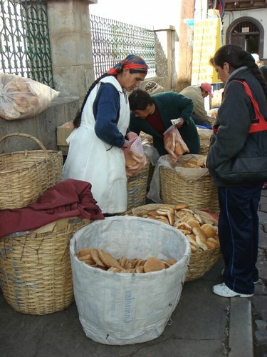 Another one of Potosi´s many ad hoc bread markets...