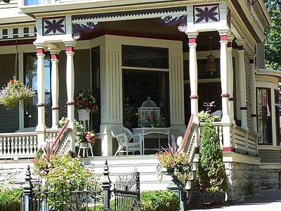 porche maison victorienne.jpg