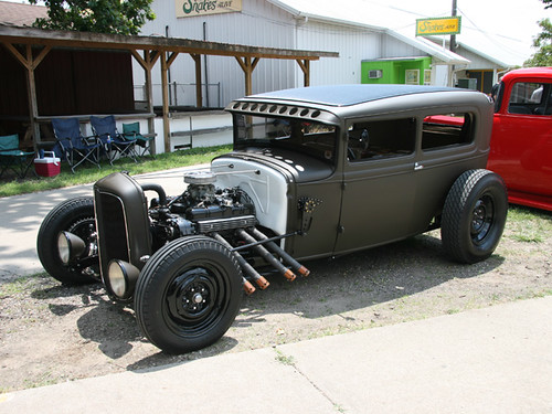 0807sr_09_z+1930_ford_model_a_sedan+des_moines_top_100