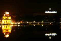 (_blackscorpion_) Tags: lake night vietnam 30d hoankiemlake hgm 2870mmf28 langthang hanoibynight