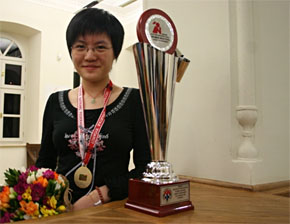 Hou Yifan with her trophy!
