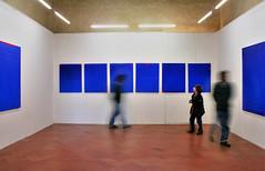 Mo(Ve)SeUm (Firenzesca) Tags: mostra blue boy blur art geometric silhouette museum modern movement blu quadro exhibition line firenze movimento museo mosso bambino fortebelvedere gruppodeanna