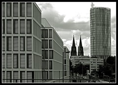 Cologne (the two sides) Kln (die zwei Seiten) (- Carsten -) Tags: city windows summer sky blackandwhite bw panorama tower church monochrome architecture clouds digital canon buildings germany deutschland eos downtown afternoon cathedral squares weekend dom sommer towers july kirche cologne himmel arches kln duplex stadt alemania nrw duotone juli schwarzweiss 2008 rhein allemagne canoneos nordrheinwestfalen rheinland rhineland eglise alemanha fassade duitsland cologn weltkulturerbe deutz monart klnarena nachmittag greenchannel schwarzundweiss 400d abigfave rebelxti eos400d canon400d aplusphoto cgennert peachofashot vanagram carstengennert
