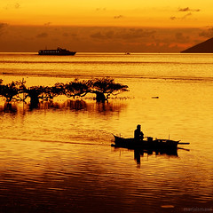 about differences (M3R) Tags: sea water silhouette modern canon indonesia boat traditional mangrove differences northsulawesi manado bunaken manadotua santika canonef24105mmf4lisusm 400d photofaceoffwinner photofaceoffplatinum pfoplatinum mariaismawi sept08pfobrackets gapjuly10
