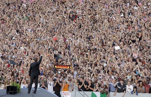 Barack Obama devant la foule à Berlin