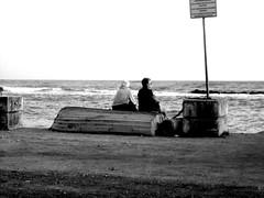 gente tranquilla (sadie(Lollypop Girl)) Tags: barca mare cartello palo amore biancoenero coppia contemplazione gentetranquilla subosonica