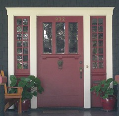red voysey door to envy (FL Architect Fan) Tags: door usa architecture tampa puerta florida outdoor eua porta hydepark 2008 uniti deur floridas eeuu pintu drzwi etatsunis asv stati  813 vrata dra  dvere hillsboroughcounty stati durvis u drren damerica      hillboroughcounty     dveedr pintotr  dur  damerica