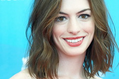 Anne HATHAWAY (detengase) Tags: portrait cinema sexy celebrity film beauty smile female canon movie stars eos glamour kino hollywood actress paparazzi celebrities diva venezia hathaway mostradelcinema annehathaway moviestars venicefilmfestival rachelgettingmarried
