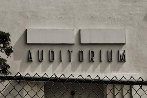 [NUOVE FOTO] Fans vogliono il nome di MJ in una scuola di L.A. 2925348094_0b619593a4