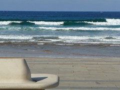 Just sit back and enjoy ! (veronix1 (back from Paris)) Tags: beach strand bench walk board plage spiaggia euskadi banc paisvasco seaview oceano atlantico paysbasque ocan zarauz altantique veronix1 okdeshom