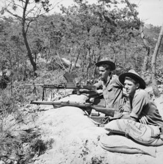 One of these two soldiers is Private Simpson. (Australian War Memorial collection) Tags: memorial war australian soldiers remembranceday machinegun bren anzac koreanwar armisticeday brengun australianwarmemorial smle leeenfield privatesimpson shortmagazineleeenfield leeenfieldrifle