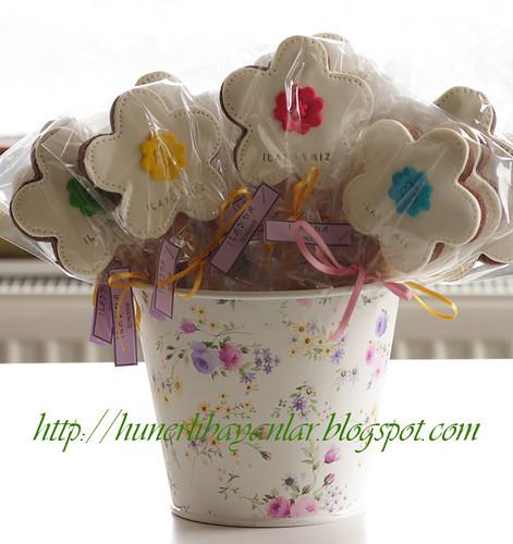 Çiçekli büyük kurabiye aranjman