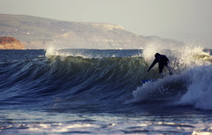 Light waves - Surfing at Freshwater Bay (s0ulsurfing) Tags: ocean light shadow sea cliff sunlight fish seascape praia beach water silhouette sport rock backlight point fun island bay coast mar rocks surf waves play bright action surfer board extreme shoreline silhouettes wave surfing cliffs spray coastal shore vectis isleofwight surfboard surfers coastline backlit rollers reef 2008 swell isle olas channel englishchannel wight kellan freshwater shortboard lamanche groundswell westwight freshwaterbay pointbreak eow s0ulsurfing aplusphoto coastuk