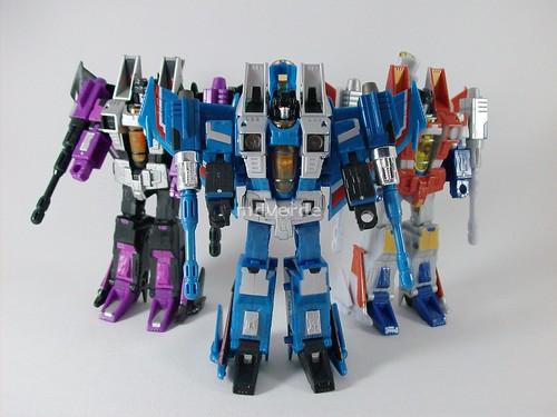 Transformers Thundercracker Classics Henkei - modo robot vs. Skywarp & Starscream (by mdverde)