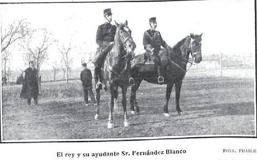 1907. Alfonso XIII y el general Blanco pasan revista a las tropas en la Academia de Toledo
