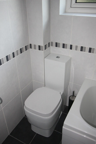 tile ideas for a small bathroom