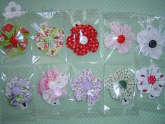 Encomenda da Fabi (Da Bia) Tags: handmade flor artesanato craft boto fuxico tictac dabia