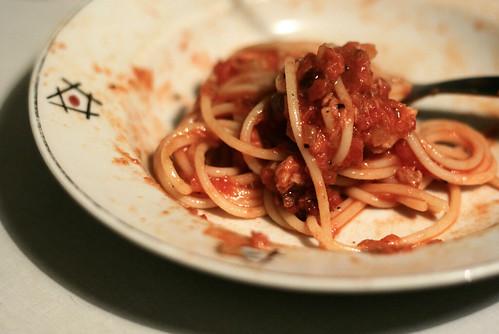 Alasti spagetid tomati-tuunikalakastmes