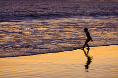 Young Beach Visitor 9638.4 (Kurt Preissler) Tags: sunset people beach silhouette pier surf child silhouettes pch highway1 pacificocean ventura venturacounty us101 pacificcoasthighway canoneos5d kurtpreissler preisslermediaservices